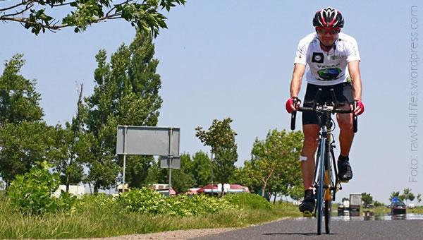 Un ciclist vegetarian din Tecuci şi-a împins limitele: 532 km cu fructe şi batoane