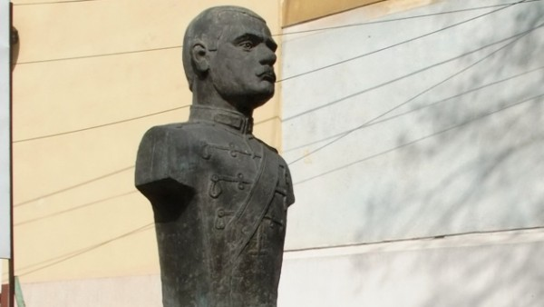 Patimile unei statui…