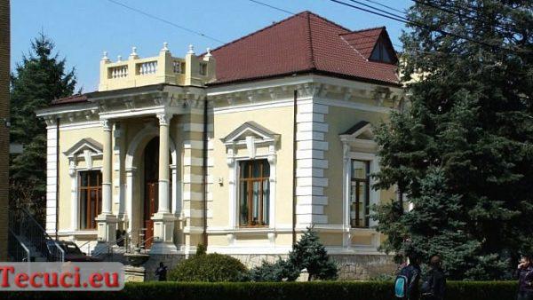 """Clădirea fostului liceu de fete """"Tache și Elena Anastasiu"""""""