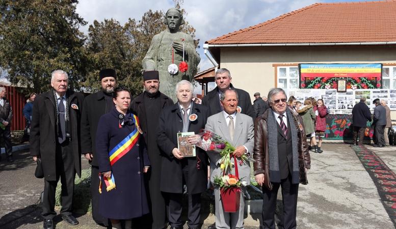 Simpozionul omagial Alexei Mateevicide la Muzeul Naţional de Literatură- Chişinău la statuia acestuia Grup
