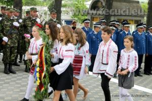 Ziua Eroilor Depuneri de coroane elevi monumentul Eroilor Tecuci 2018_850x567