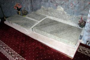 Mormintele ctitorilor M-rii Răchitoasa