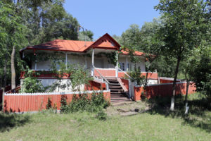 Casa din Sendresti a bunicilor lui George Emil Palade