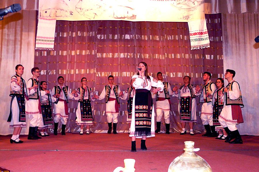 Manifestarea la Tecuci dedicată Anului omagial al satului românesc 8