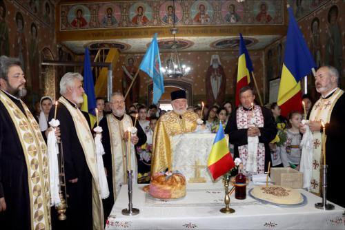 Locuitorii din satul Podoleni, comuna Barcea, știu să-și omagieze eroii-2