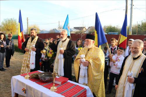 Locuitorii din satul Podoleni, comuna Barcea, știu să-și omagieze eroii-4