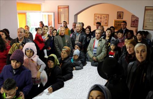Locuitorii din satul Podoleni, comuna Barcea, știu să-și omagieze eroii-7